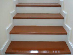 บันไดไม้อัดประสานทำสีสำเร็จ สีไม้เชอรี่ ขนาด 30×290×1,200ม.ม. ขัอเด่น ไม้ไม่บิด ไม่โร่ง ไม่งอ